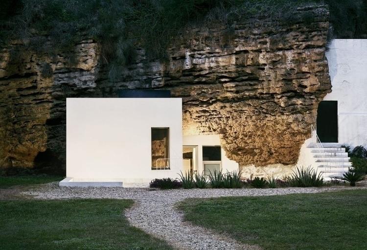 cave + minimalist dwelling = st - mateus | ello