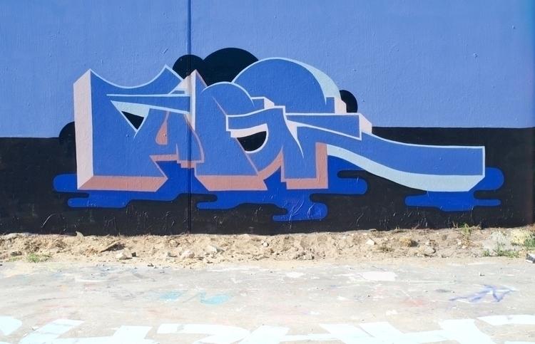 Rap sprays friends. & colou - fudge_works | ello
