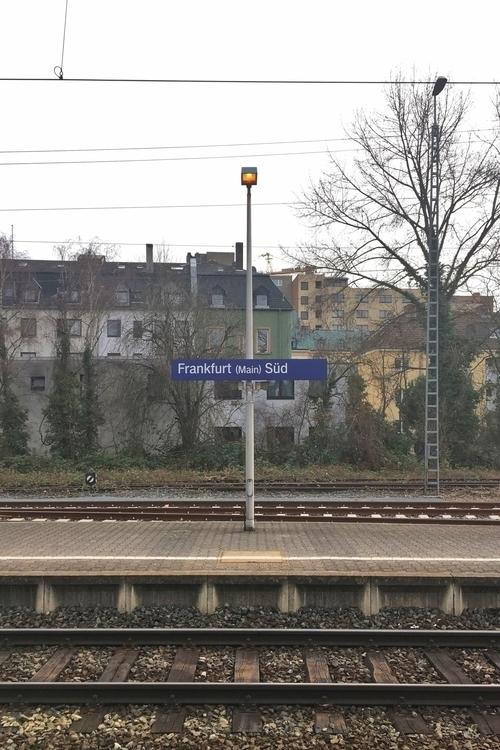 …passing FrankfurtSüd Bahnhof - rowiro | ello
