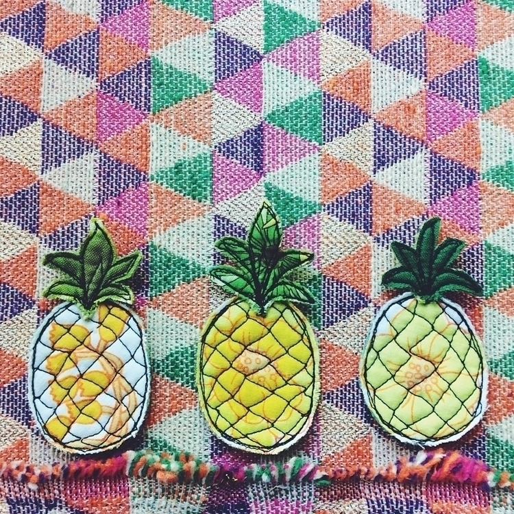 Drawn thread 🌼🍃🍍🌿 pineapple bro - alittlevintagedoll | ello