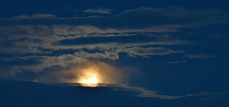 Snow Moon Clouds horizon hid sh - camwmclean | ello