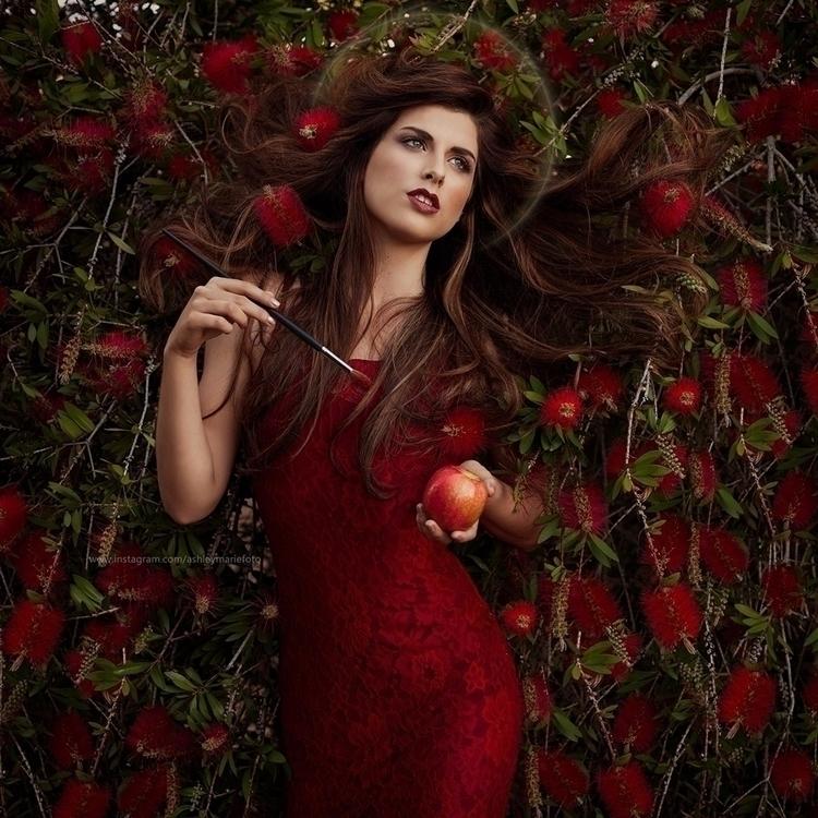 Pre-Raphaelite inspired portrai - ashleymariefoto | ello