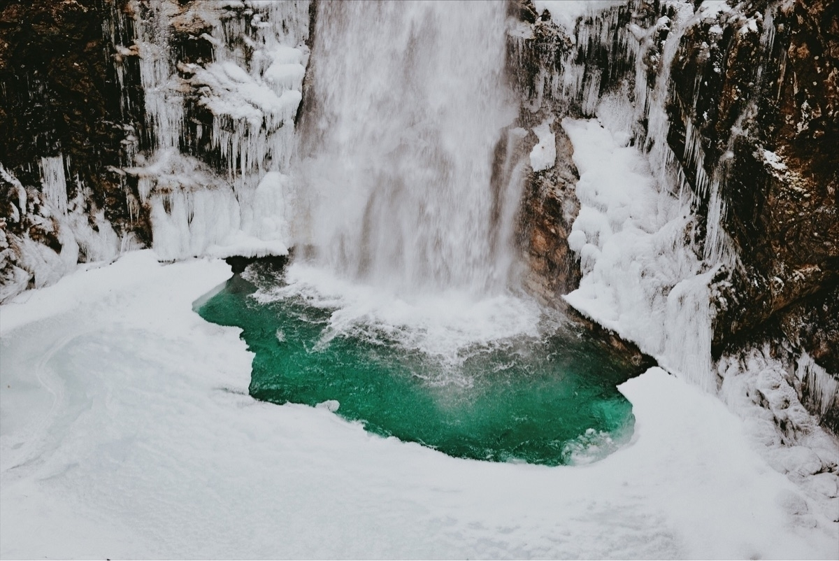 turquoise glacial water surface - davidarias | ello