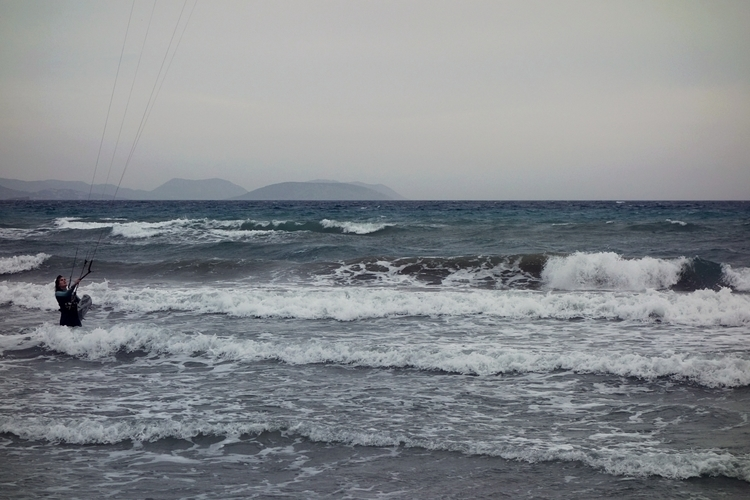 hang | loose - kitesurfing, sea - gamblersfallacy | ello