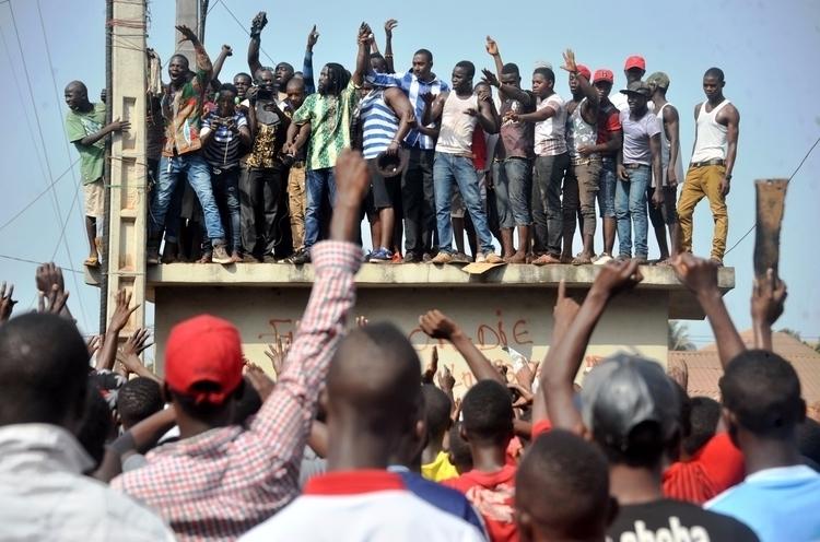 People demonstrate street Febru - ellonews | ello
