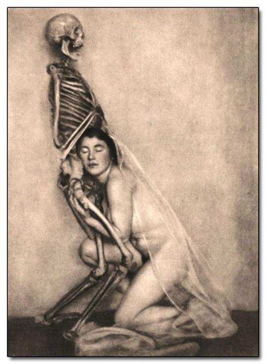 Vintage photograph. Artist mode - daultondickey   ello
