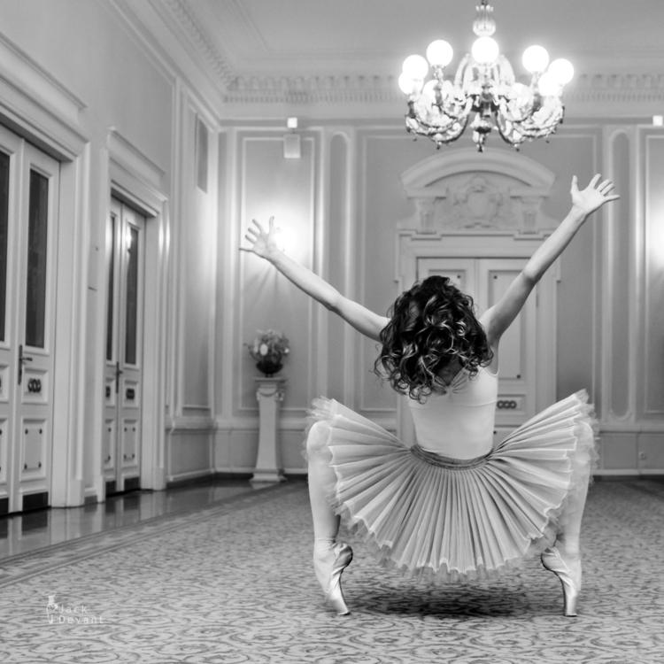Crazy Ballerina - jackdevant | ello
