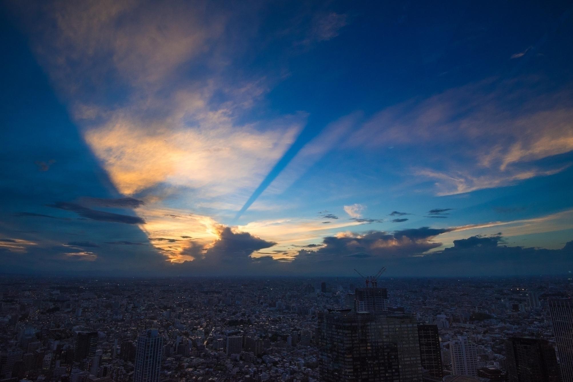 Ray light.  #tokyo  - yoshirou | ello