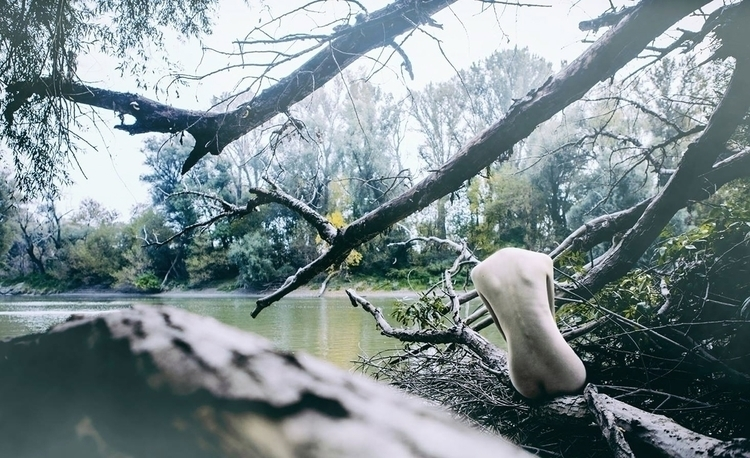Photographer:Katarina Oresansk - darkbeautymag | ello