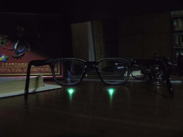 glasses, mirror, illusion, nophotoshop - sandoriano | ello