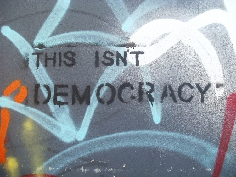 Pile démocratie Face névrocrati - leguetteur | ello