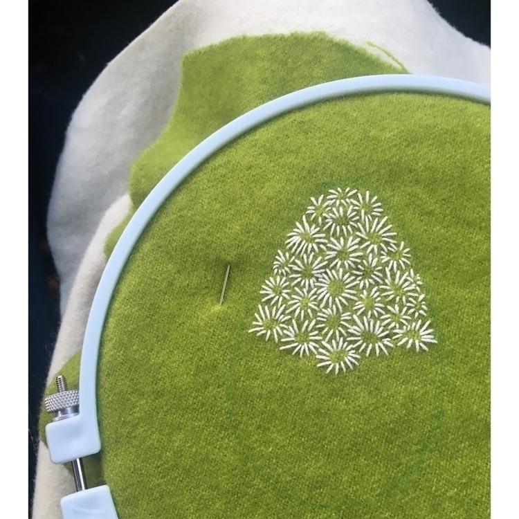Stitching afield daisies - embroidery - entropyalwayswins   ello