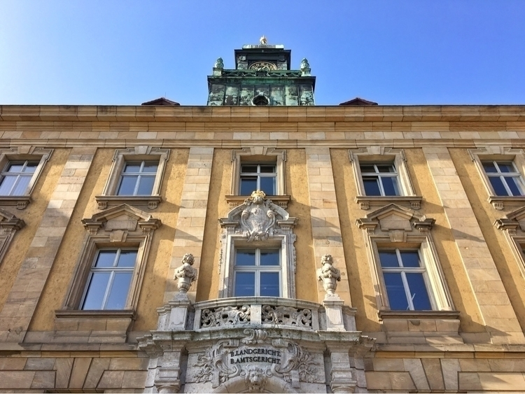 walking Hbf. Digging façade - Schweinfurt - rowiro | ello