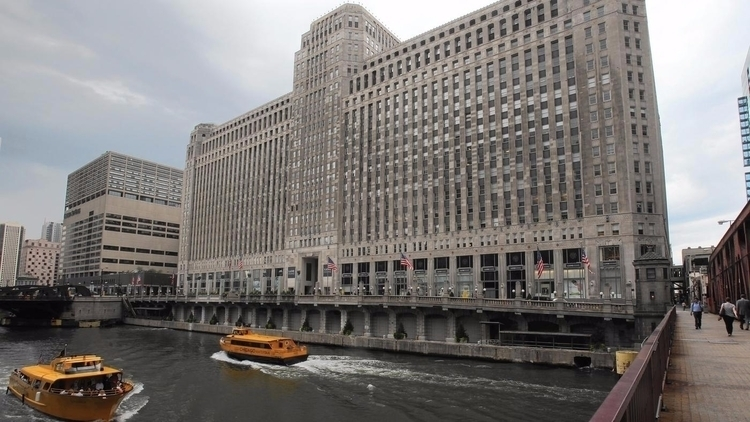 iconic buildings Chicago River  - chicagotribune | ello
