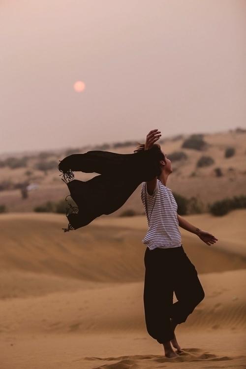 freedom, desert, sun, india, jaisalmer - mairagouveia | ello