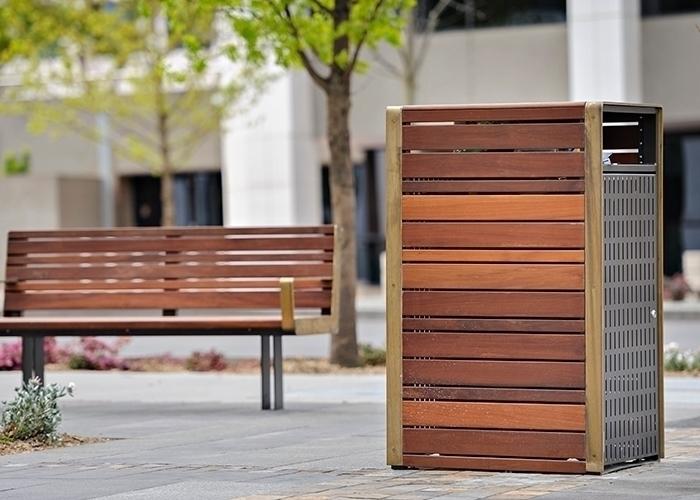 Comfortable timeless, platform  - streetfurniture | ello