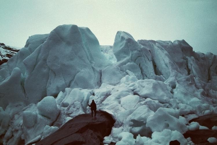 Autoportrait sur glacier - photographer - acidecabine | ello
