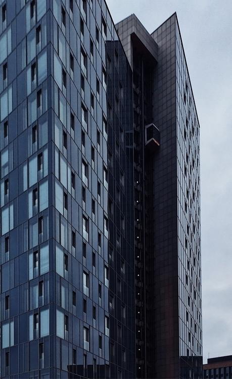 Hamburgs Skylink - modernism, glas - gregosphere | ello
