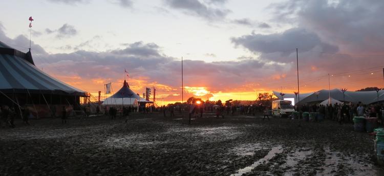 Circus Town  - glasto, festivals - the_rush_hour_tourist | ello