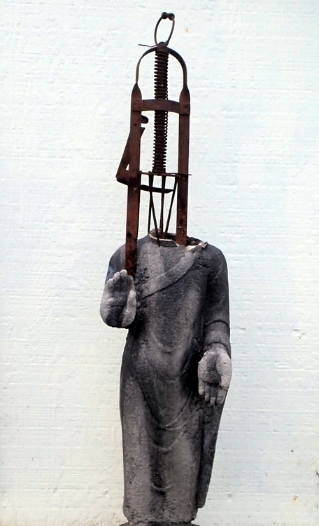 Standing Buddha series, Trapped - knotter   ello