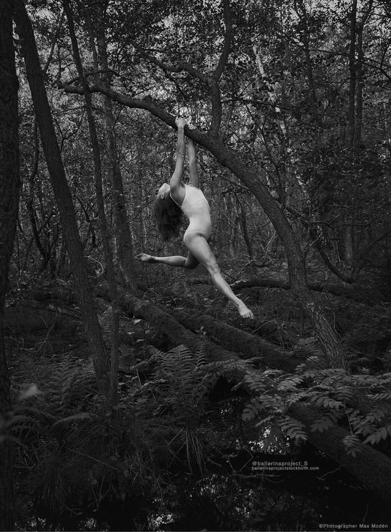 Ballerina Hannah hanging tree f - maxmoden   ello