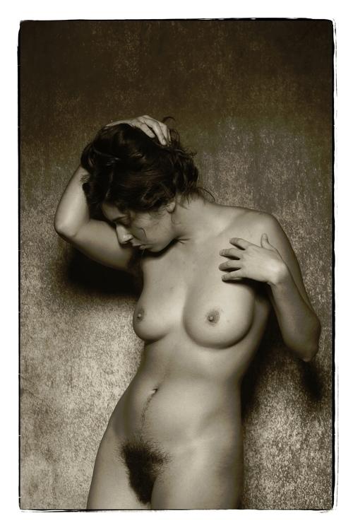 Model: Monique Poses - DarkBeauty - stevelease | ello