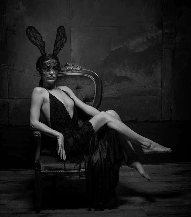 Photographer:Cormac Byrne Mode - darkbeautymag | ello