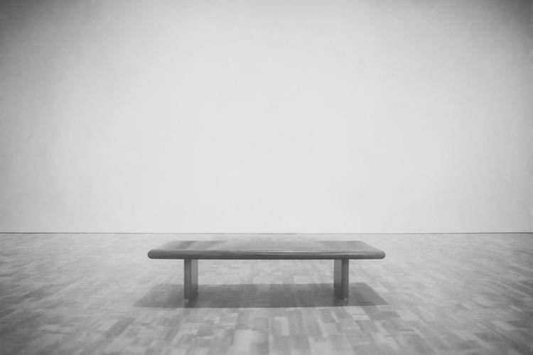 empty bench Milwaukee Art Museu - scottnorrisphotography | ello
