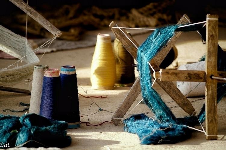 White Desert Story - Weaving In - sat1974 | ello