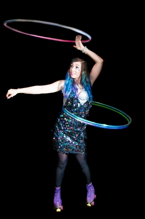 Kiki - Hula-Hoop Performer - hulahoop - angelfox   ello