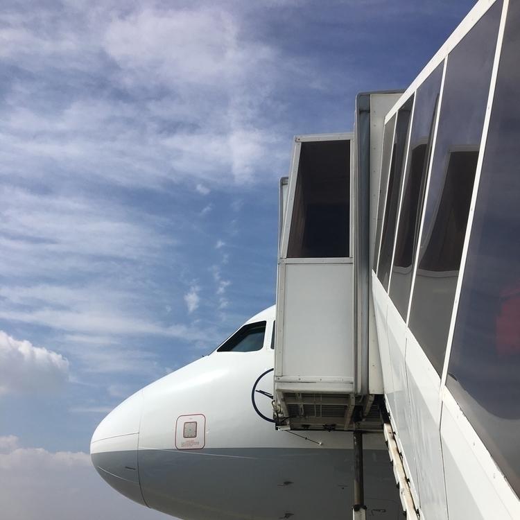 FRA :airplane:️ LH1338 BUD - rowiro | ello