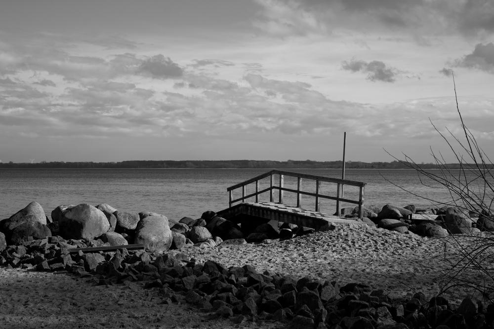 Waiting Cristóbal Colón - seaside - marcushammerschmitt | ello