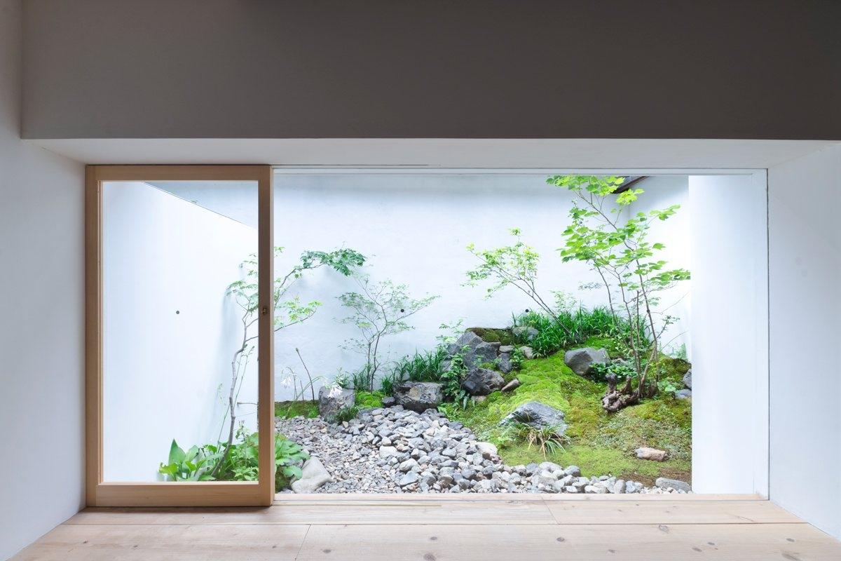 Japanese internal garden. AWOMB - upinteriors | ello
