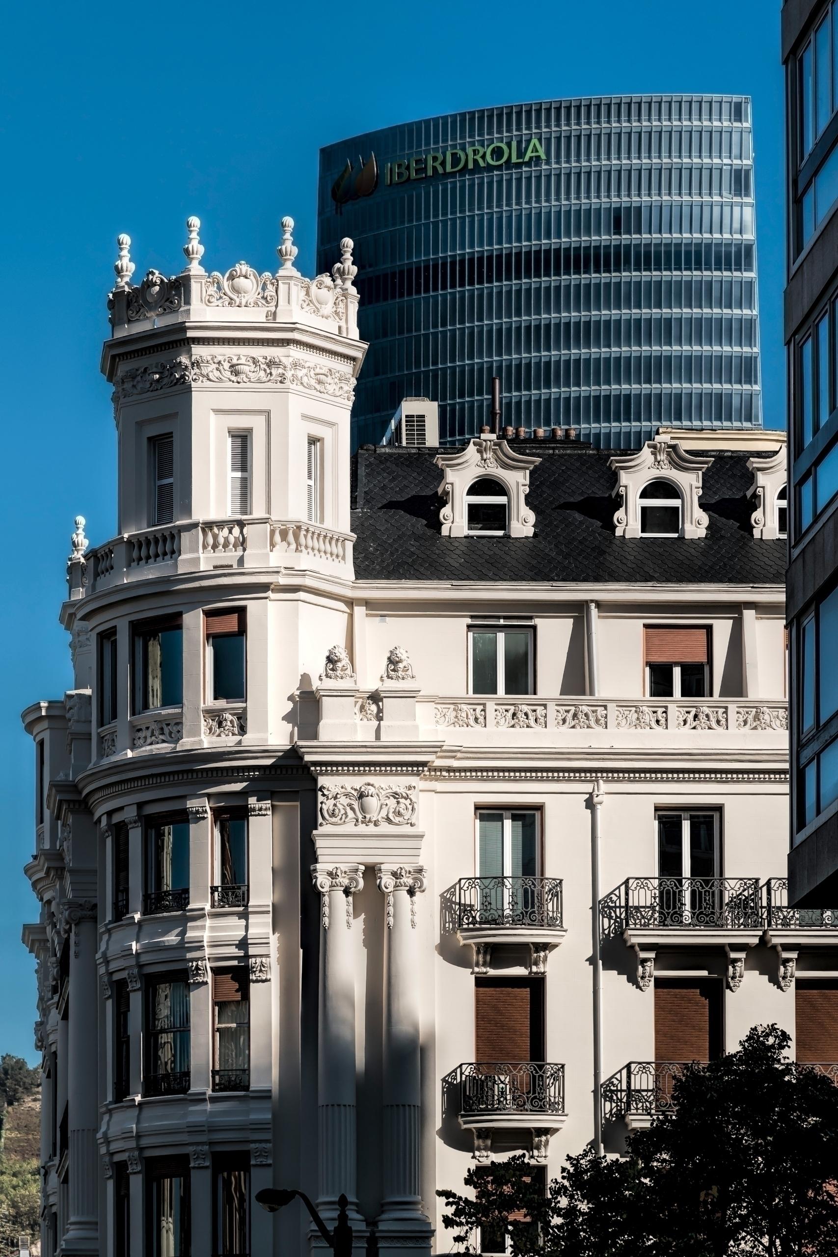 Iberdrola skyscraper, Bilbao, S - cateye_ | ello