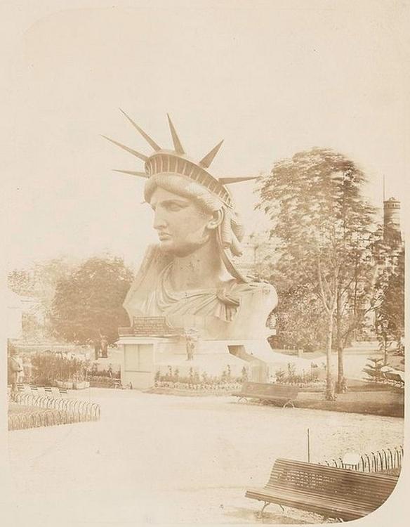 Statue head display Paris final - arthurboehm | ello