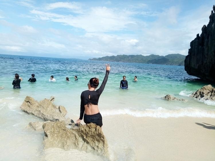 Lajos Island - Philippines, Beach - rheaiyah | ello