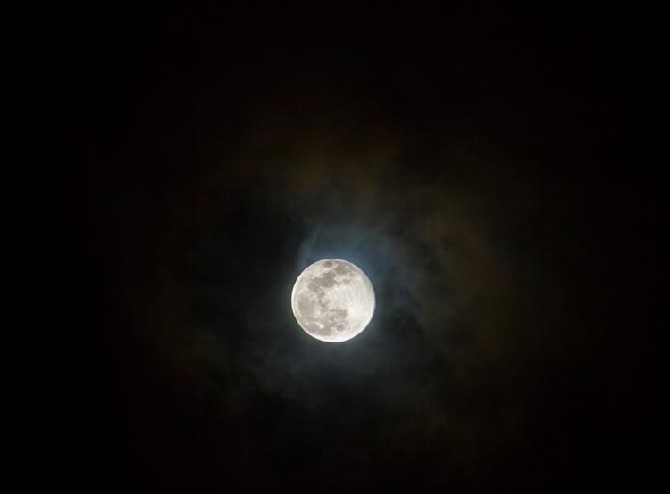 4/12 full moon - 7D - raphaeltheforrest | ello