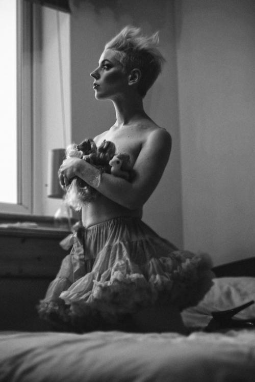 dream... Model: Philomel - portrait - slavewire | ello