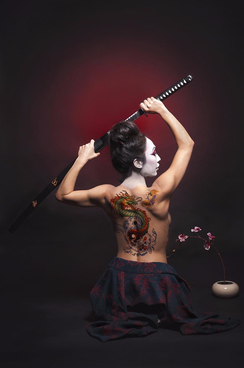 Photographer:GConcepcion Photo - darkbeautymag   ello