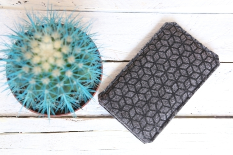 handmade felt phone case protec - begoos | ello