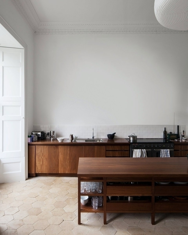 High ceiling kitchen. Norfolk H - upinteriors | ello