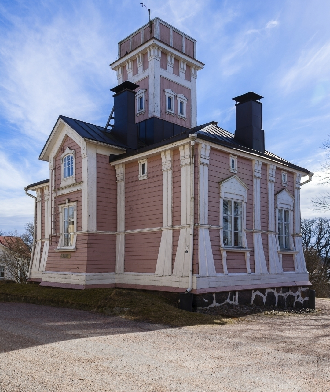 Historic house - photography, urban - anttitassberg | ello