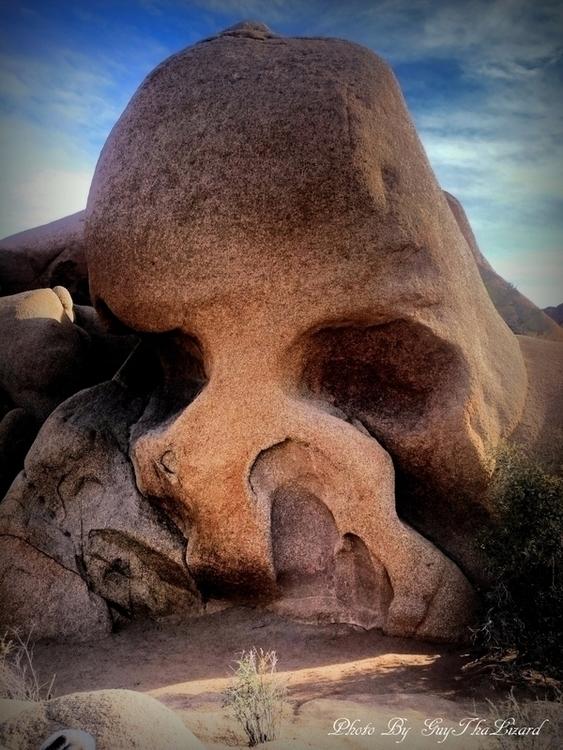 Skull Rock - Joshua Tree Nation - guythalizard | ello