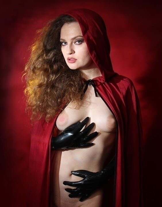 Red riding hood - redridinghood#fetish#nude#studio#red#sexy##redhead - cristiantownsend | ello