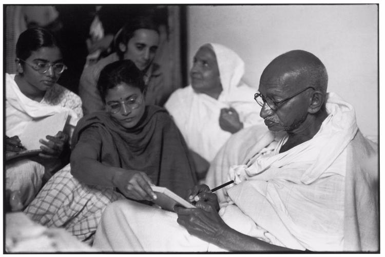 Gandhi dictates message, breaki - bintphotobooks | ello