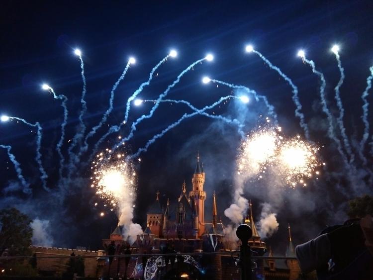· Disney fireworks - chelskieecruz   ello