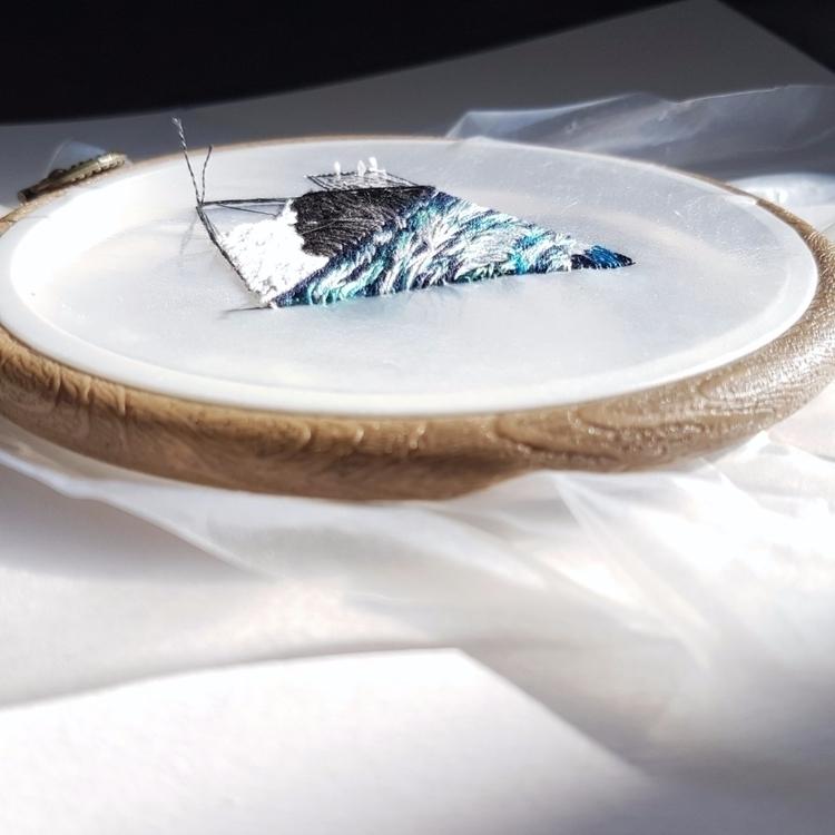 Waves shape - embroidery, textileart - fullmetalneedle   ello