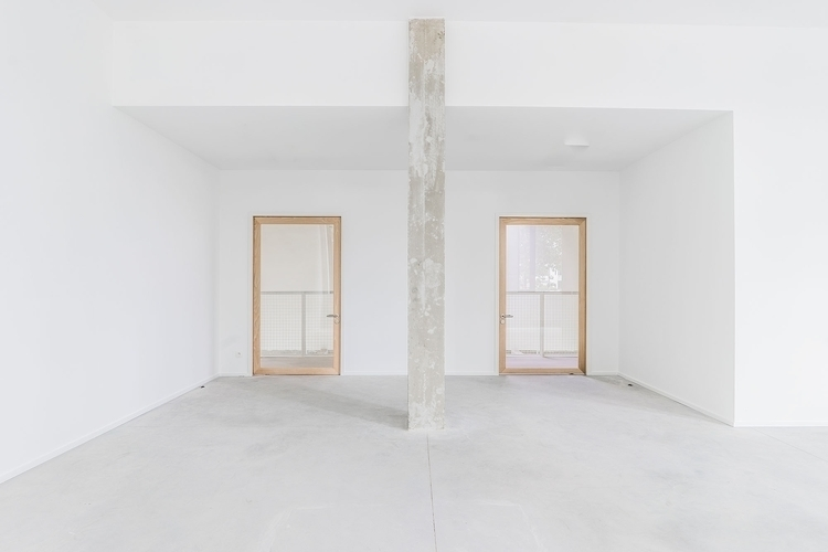 Concrete column. Charles Malis  - upinteriors | ello