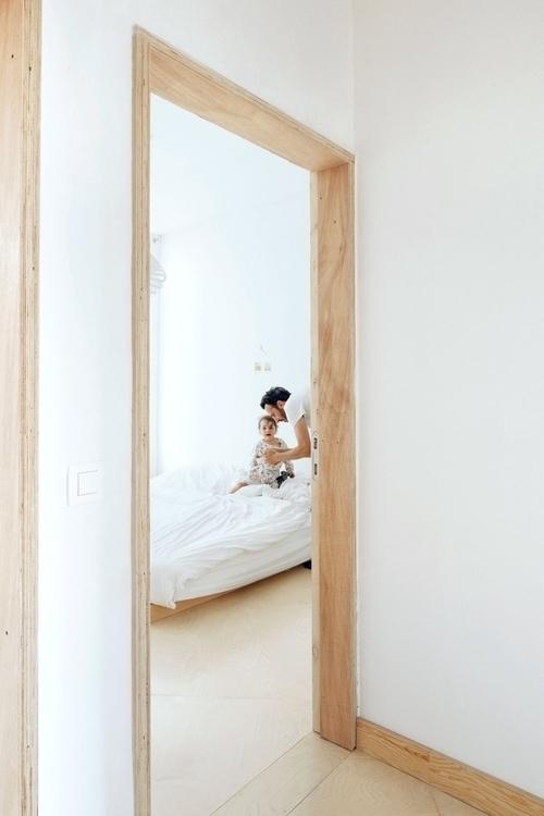 Plywood door frame. AV luis día - upinteriors | ello