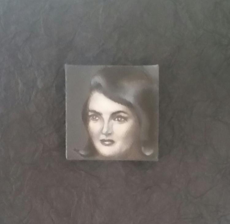 Mini portrait JACQUELINE KENNED - nora_ | ello